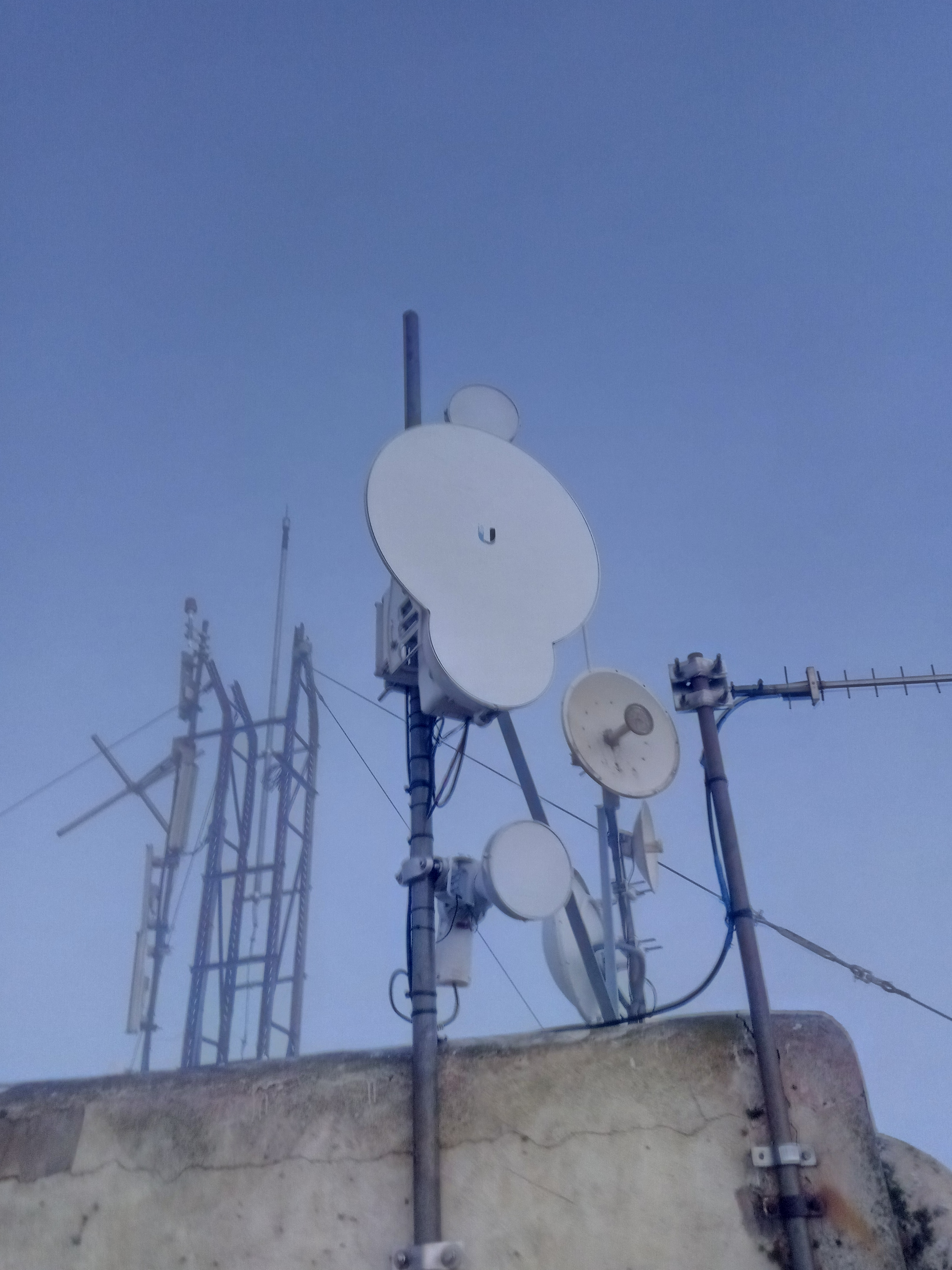 Ubiquity outdoor antenna